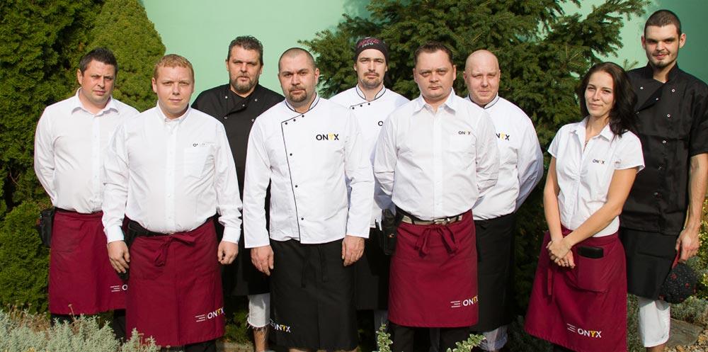 Tým těch nejlepších kuchařů a číšníků, kteří se o vás starají jako o vlastní.