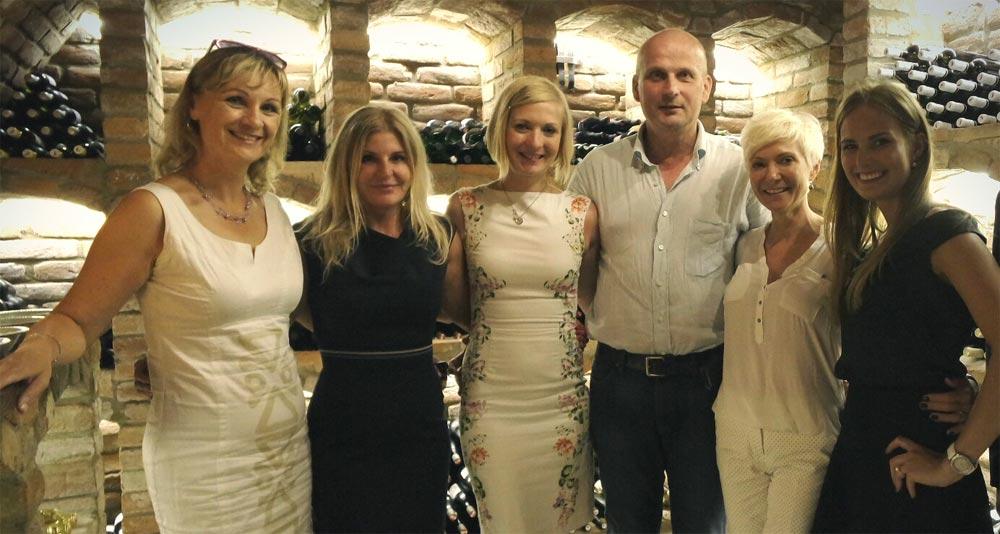 Rodina Nekulových spolu s paní ředitelkou nadace Modrý Hroch Monikou Chasákovou.